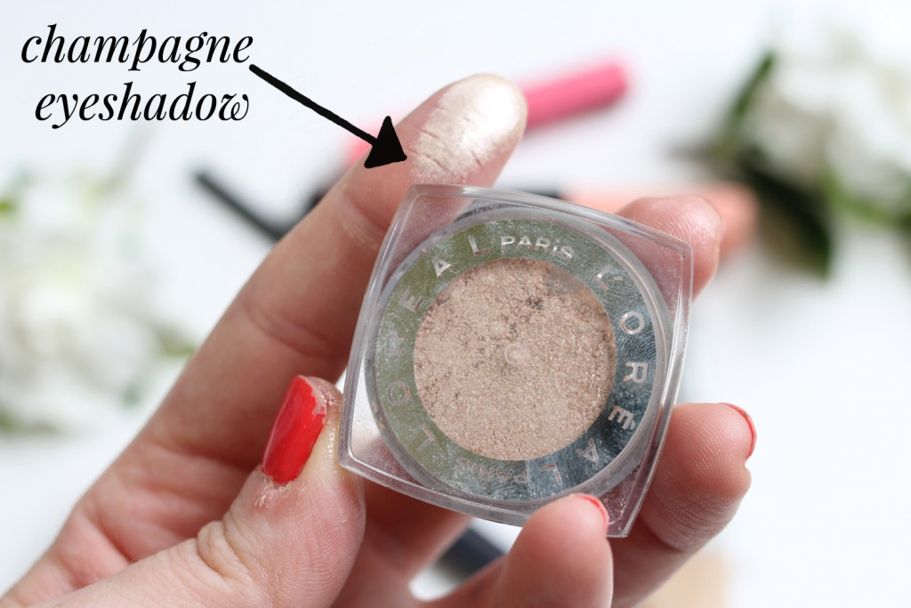 5 Minute Face - champagne eyeshadow is a foolproof and fast way to spruce up the eyes. It can be applied anywhere, from the lid to the brow bone.