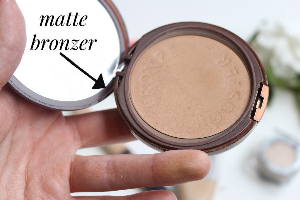 5 Minute Face - using a matte bronzer to warm up the face is great when you're on the go