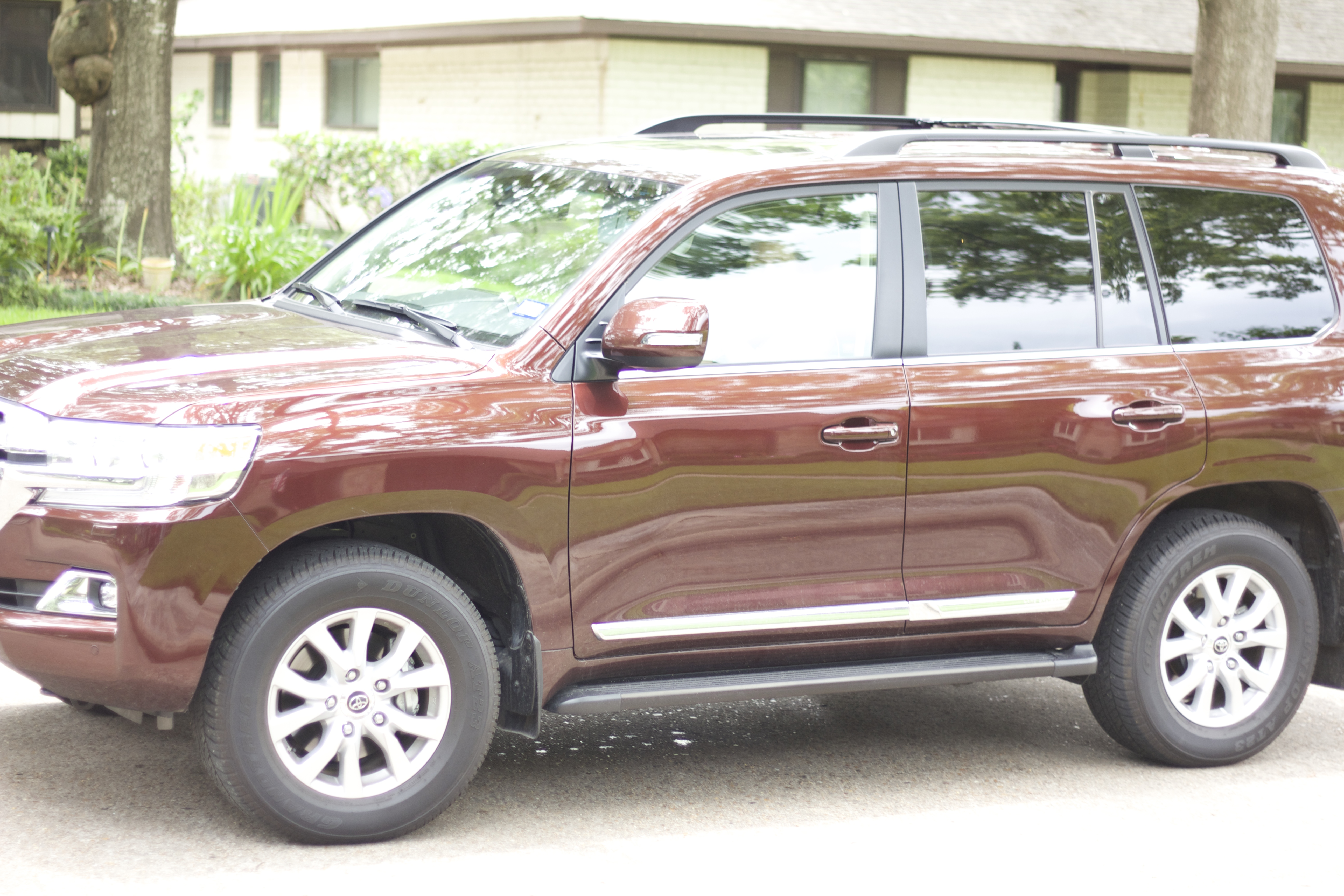 To Minivan or Not to Minivan- A moms thoughts on whether or not a minivan is the way to go with the help of the 2016 Toyota Land Cruiser.