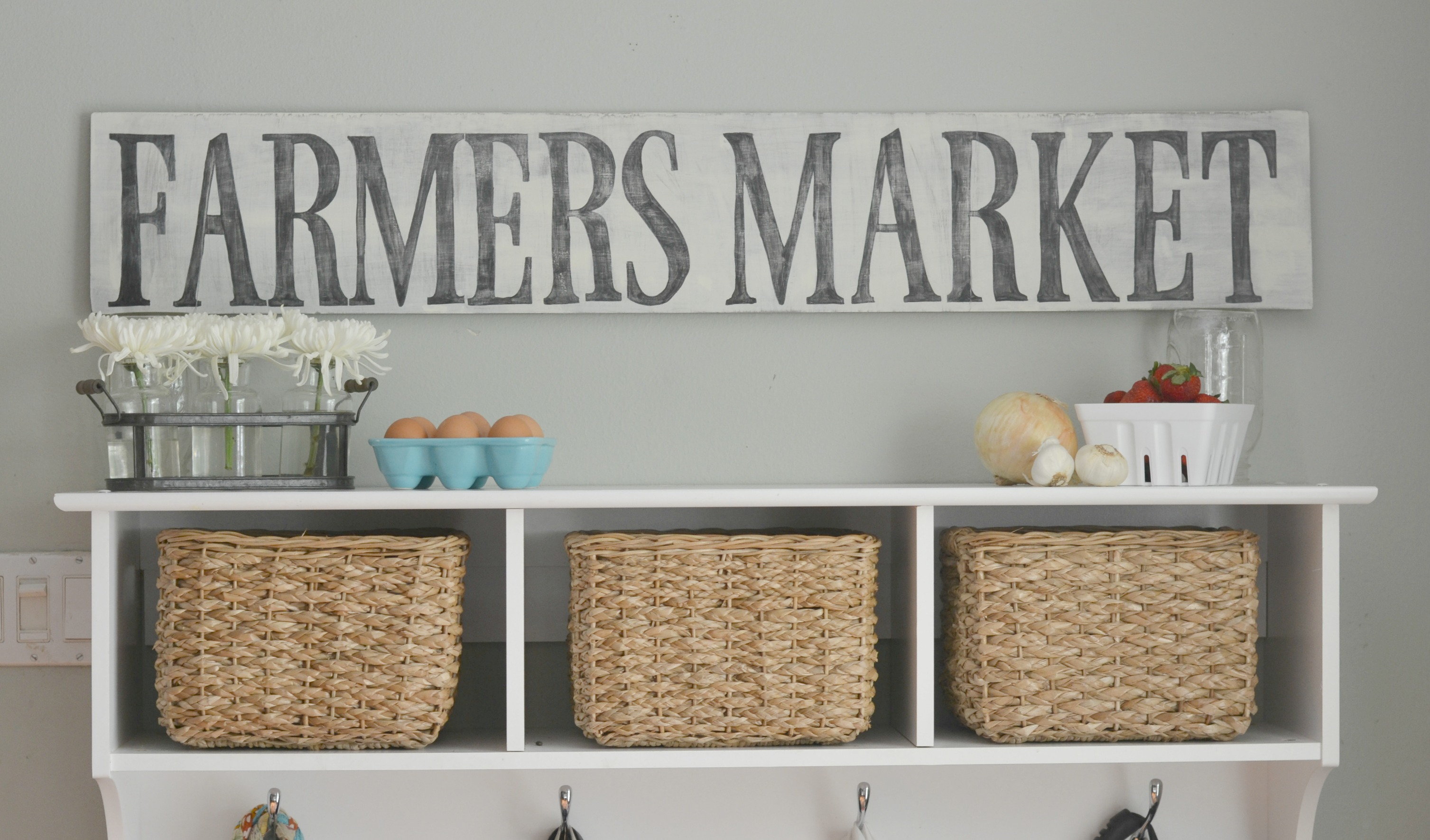 Easy DIY Wooden Sign - this tutorial is very easy to follow. DIY Wooden sign with frame. Rustic wooden sign with saying. 2 easy techniques on transferring graphics.