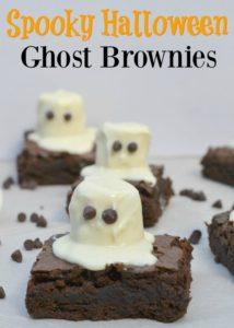 Spooky Halloween Ghost Brownies. Super cute Halloween dessert!