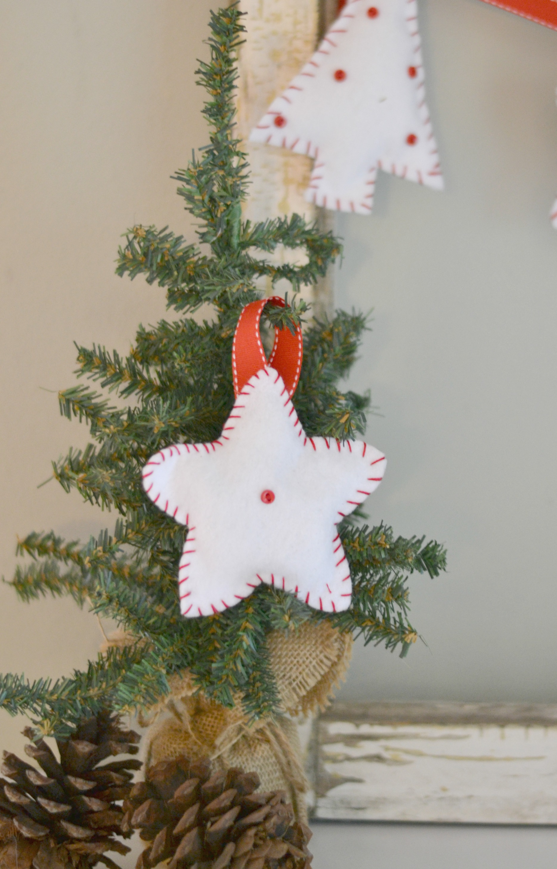 Easy Diy Felt Christmas Bunting2
