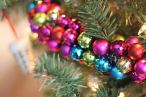Easy DIY Christmas Ornament Garland