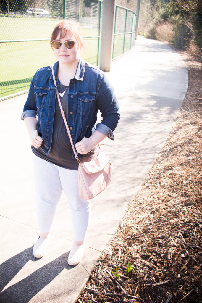 comfy cute joggers outfit mom outfit casual outfit