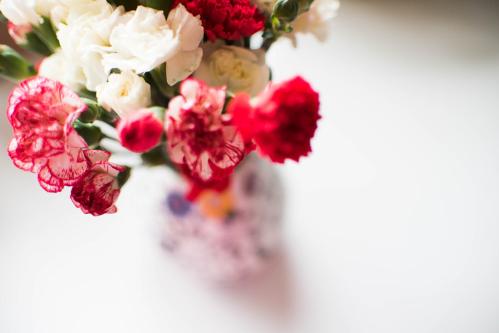 simplify your life minimalism mothers day flowers