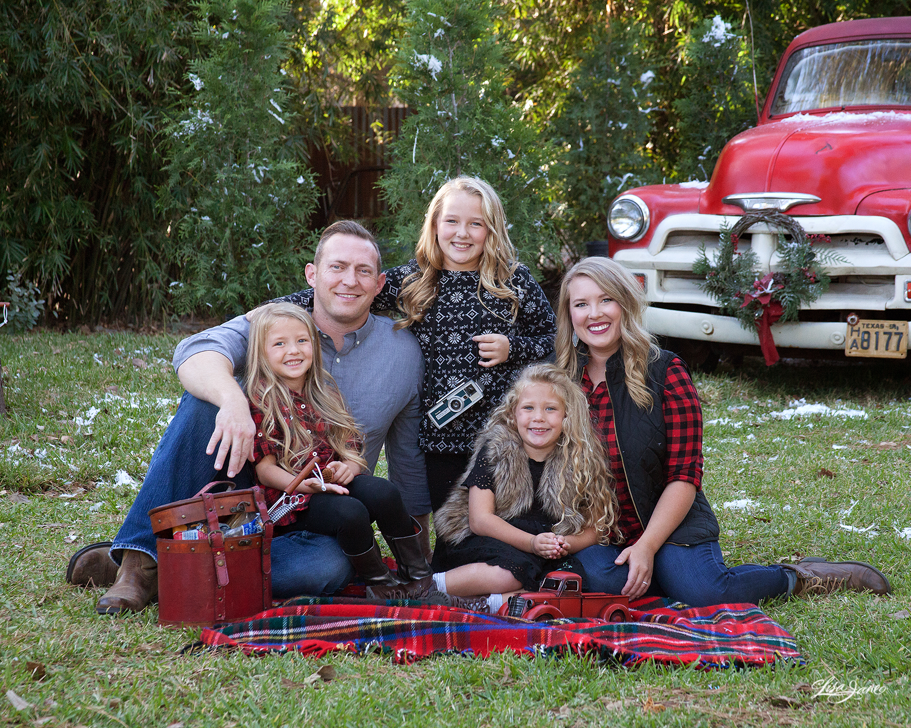 Best Clothing for Family Pictures Outside