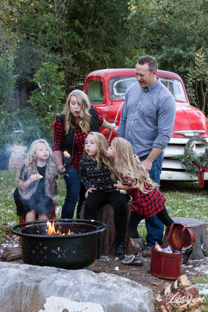 How to Coordinate Clothing for Family Pictures - Moms ...
